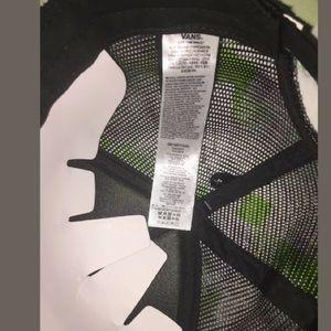 4812129ab97 Vans Accessories - NWT Vans Black Cat Mesh Lawn Party Trucker Hat